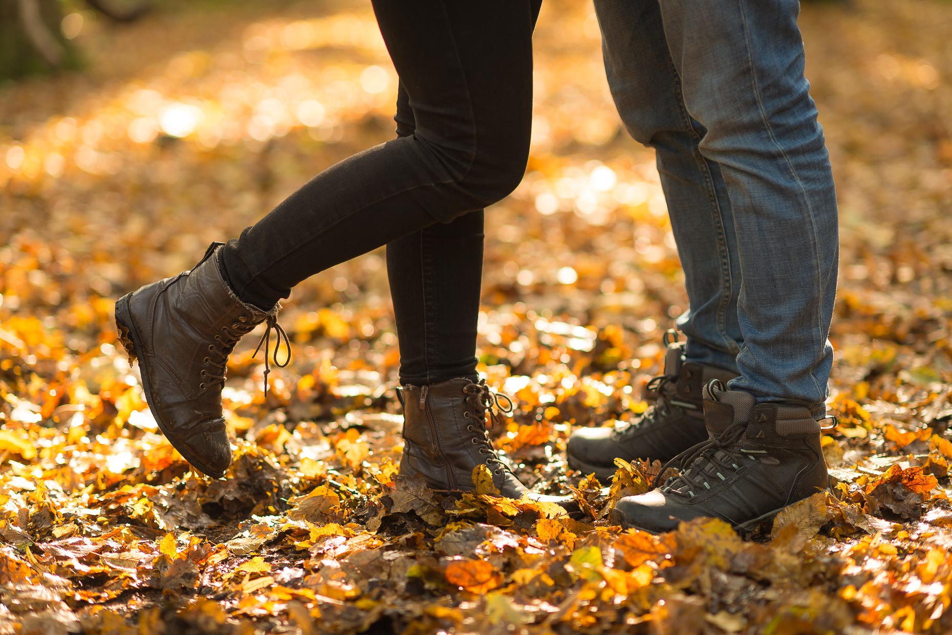 close-up-detail-boots-romance-together-couple-hugging-autumn-leaves-epping-forest-london-lifestyle-photography-23