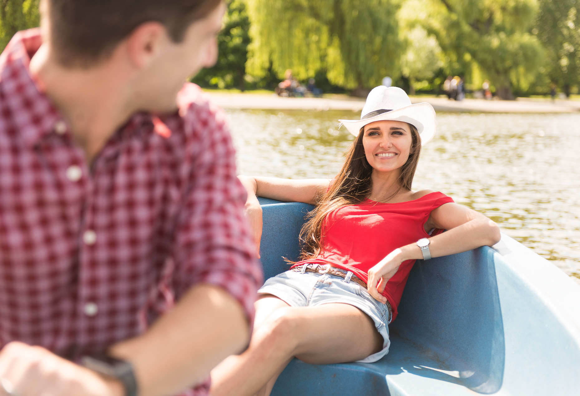 couple-boat-lake-fun-summer-lifestyle-regents-park-london-24
