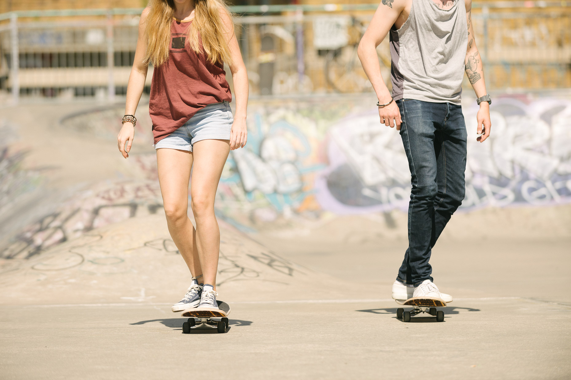 couple-on-skateboards-brixton-urban-lifestyle-london-04