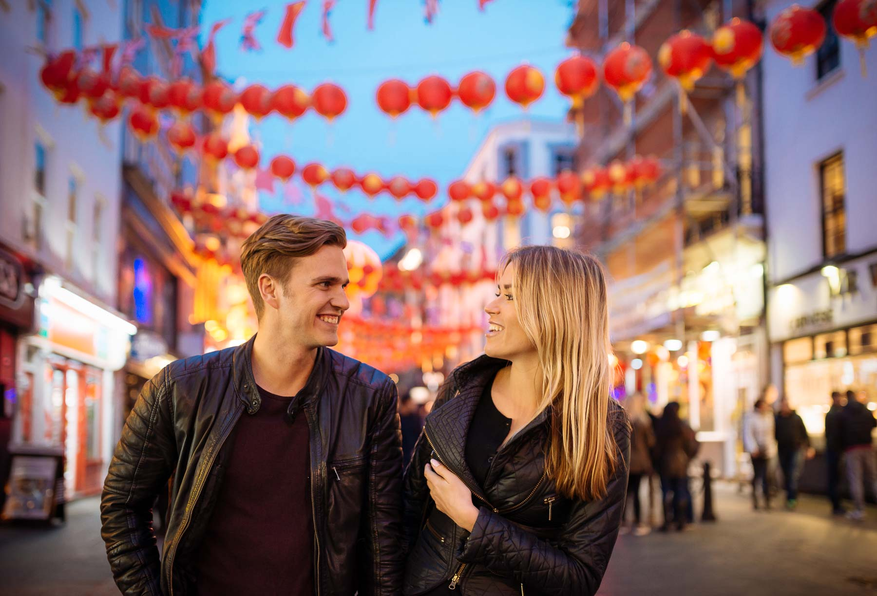 couple-soho-chinatown-together-romantic-evening-twilight-london-lifestyle-19