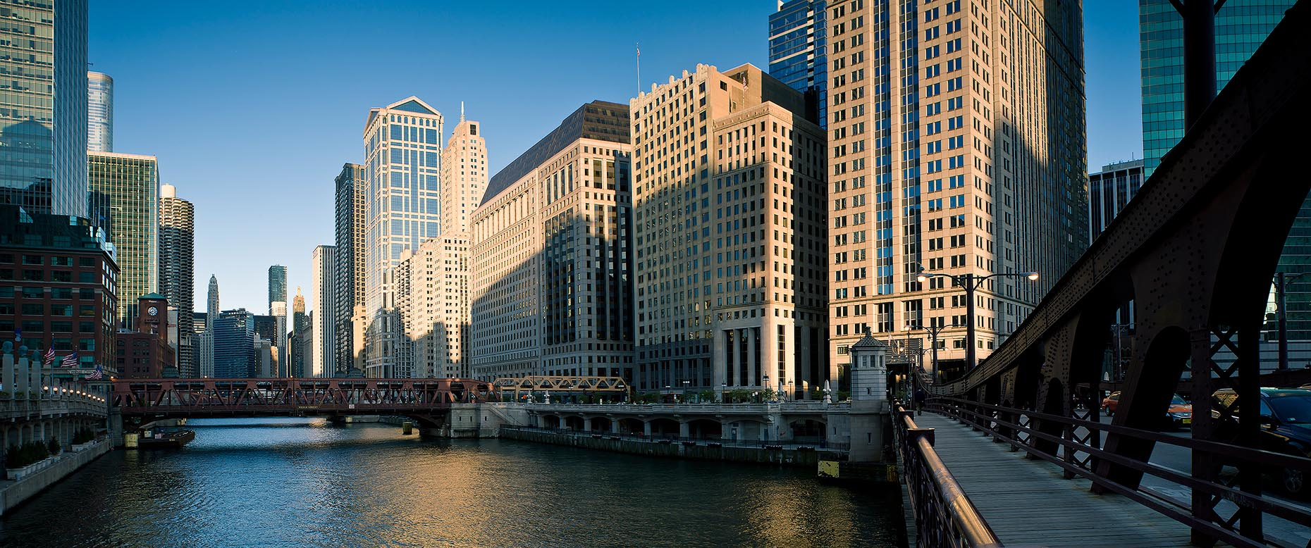 downtown-chicago-cityscape-panoramic-illinoise-usa-architecture-18a