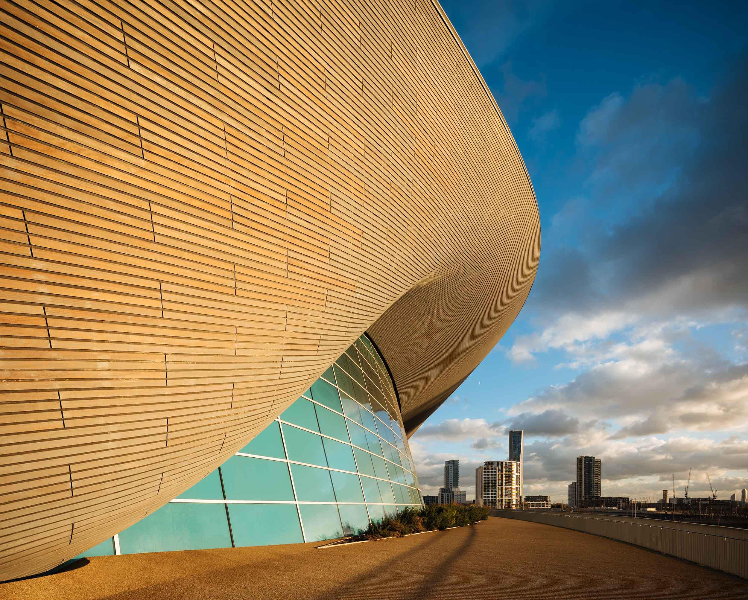 exterior-aquatics-centre-stratford-architecture-wood-cladding