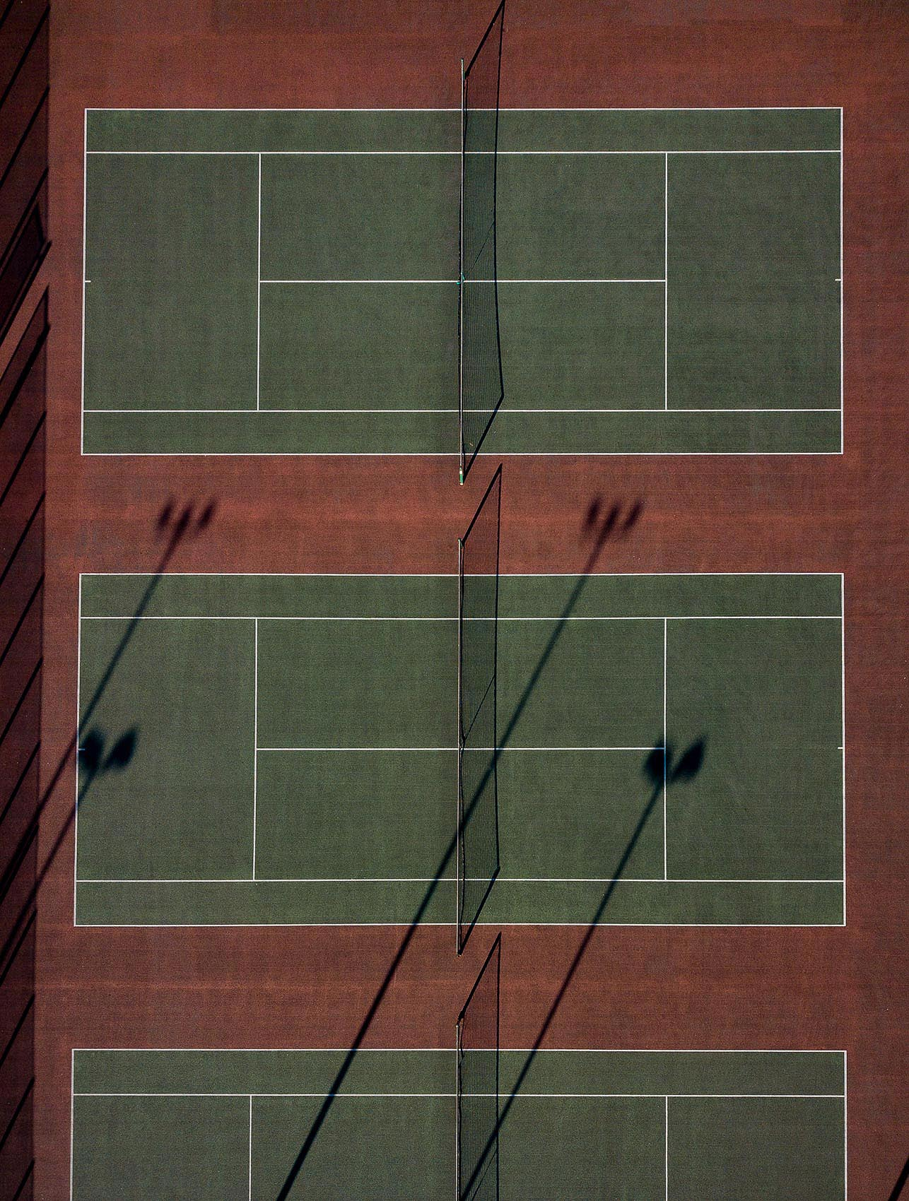 graphic-tennis-courts-aerial-overhead-london