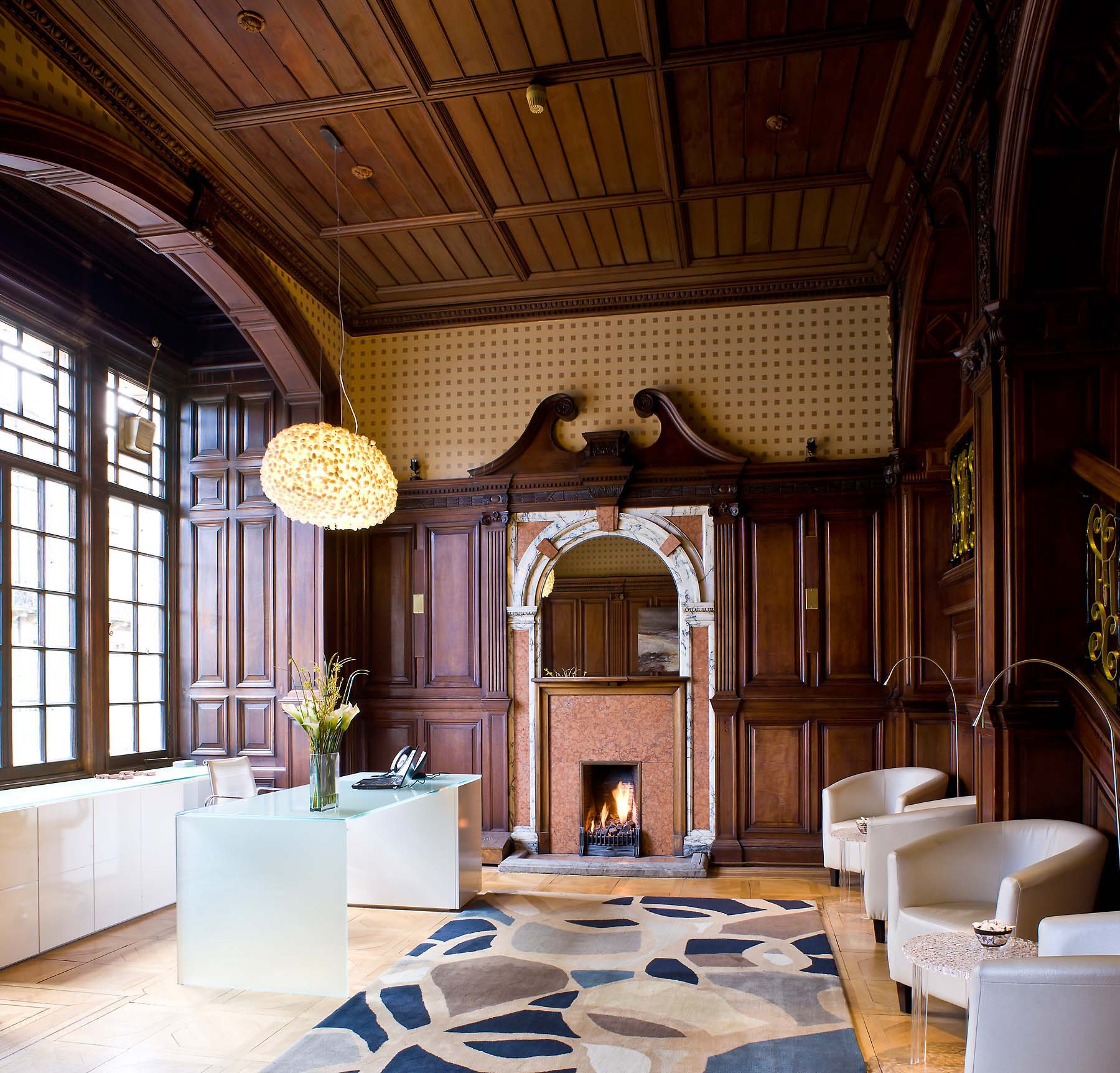 hotel-lobby-interior-photographer-london-traditional-wood-panelling-26