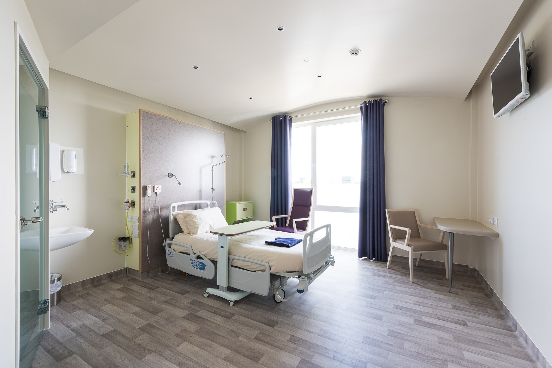 interior-ashford-hospital-kent-lobby-patient-room-property-29