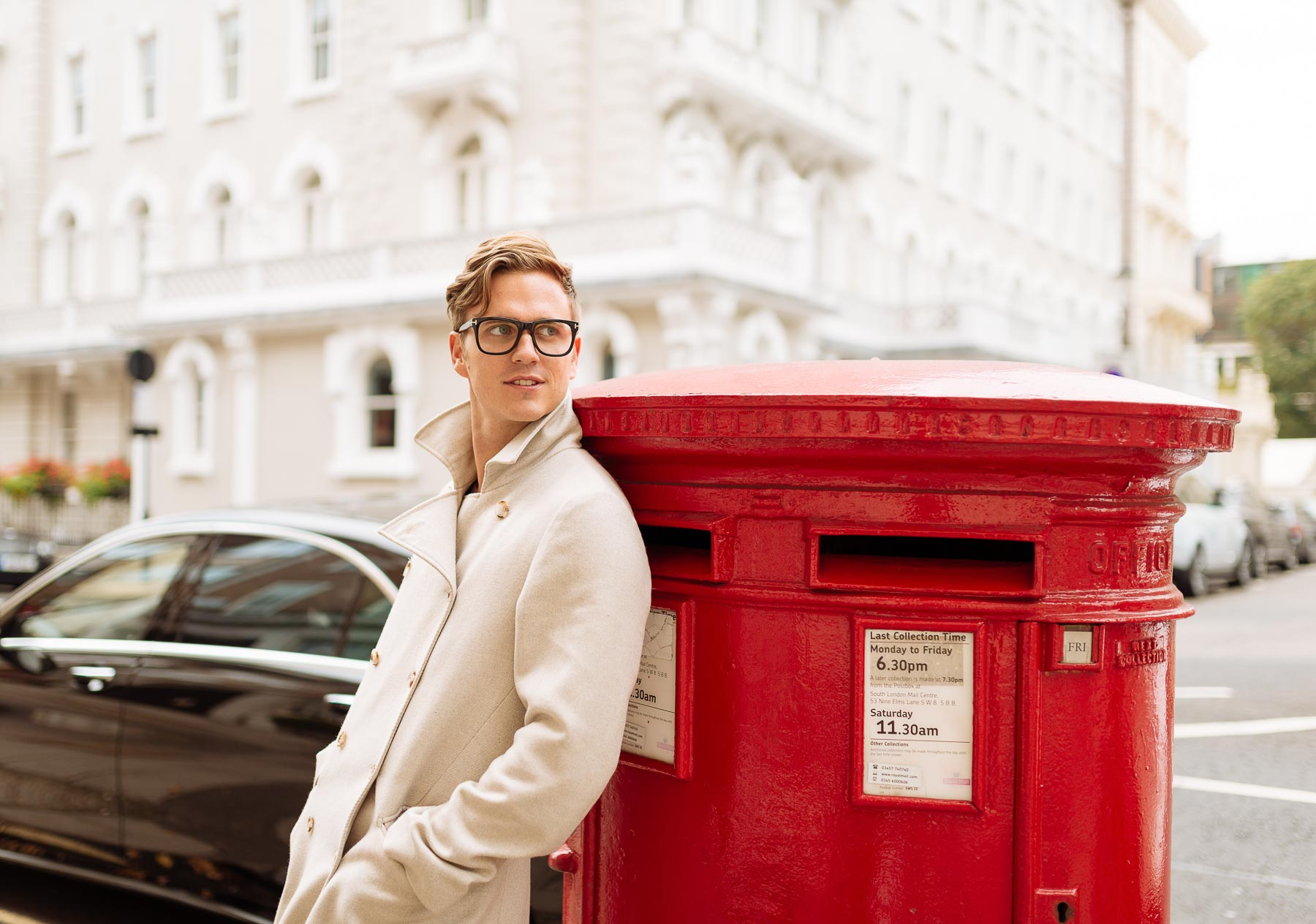 man-waiting-letterbox-red-fashion-kensington-london-lifestyle-17