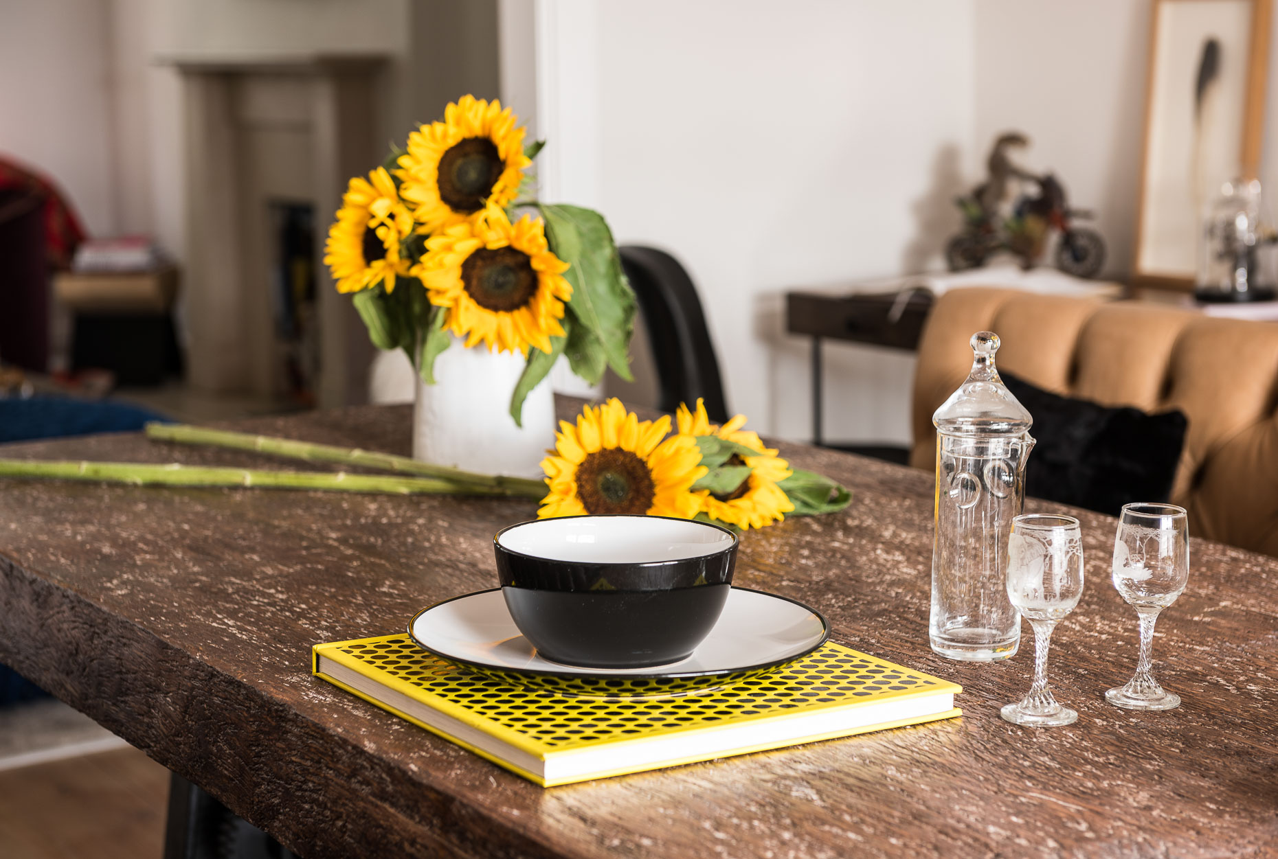 modern-eclectic-table-sunflowers-design-london-18