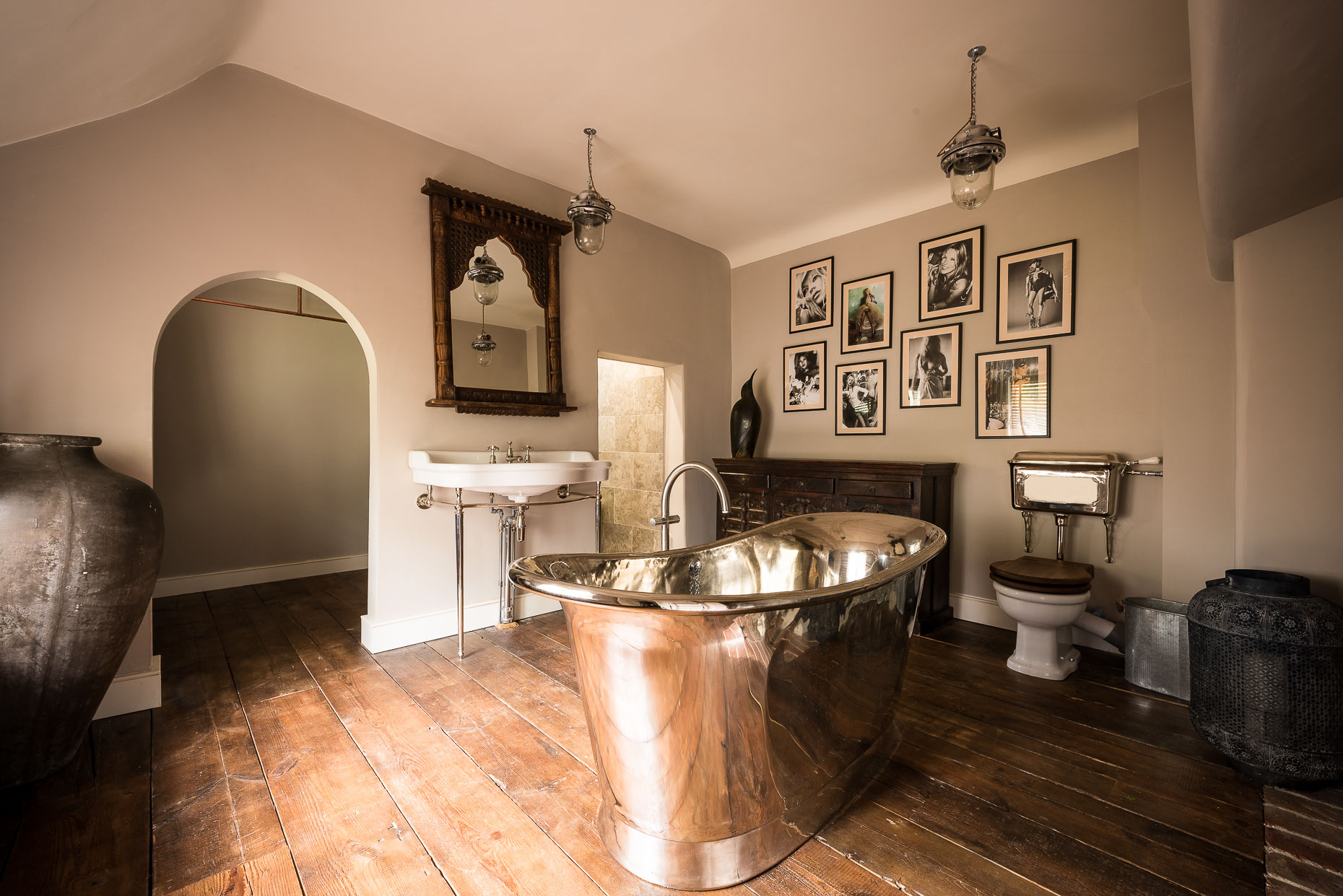 nickel-bath-tub-luxury-bathroom-hertfordshire-interior-william-holland-argenta-photography-20